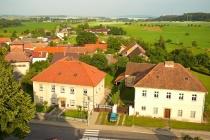 Škola a bývalá fara